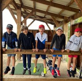 jeunes golfeurs qui rigole photo de groupe