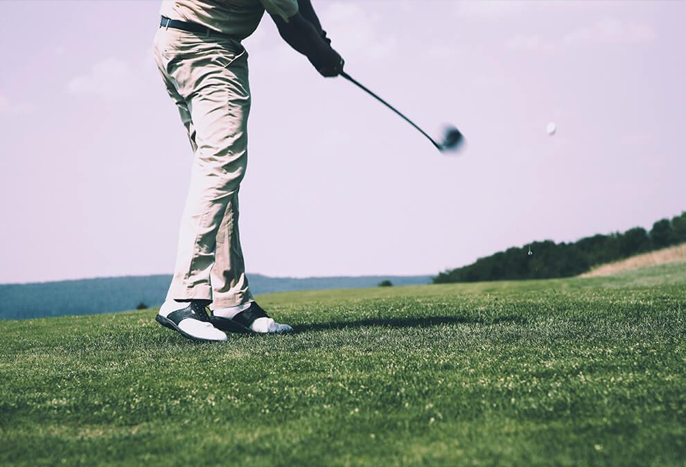 golfeur qui swing